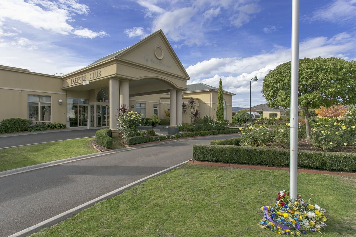 Compare retirement villages in Rowville - Waterford Valley Lakes